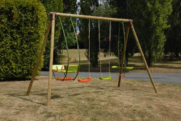 Columpios integrados a su jard n juegos al aire libre - Columpio madera jardin ...