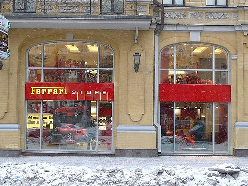 Berg toys en un Ferrari Store