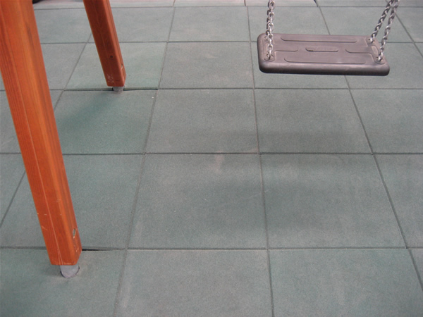 Anclar columpios al suelo juegos al aire libre el blog - Losetas para pared ...