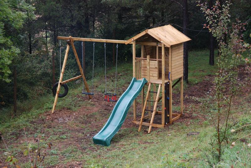 parque infantil con casita columpio y tobogan en cal roig