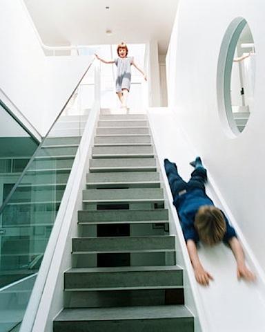 escaleras con tobogan